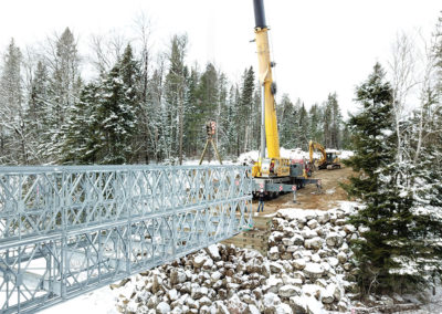 Pont forestier en construction grâce à l'équipe de Construction Gilles Paquette